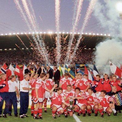 Διαβάστε για το Euro 1992. Διαβάστε για την Δανία που έκανε την έκπληξη και κατέκτησε το Euro 1992 από το πουθενά καθώς και για τον Σμάιχελ.