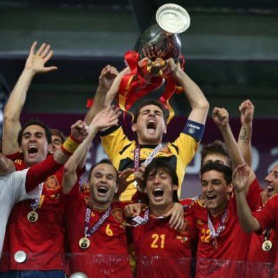 Διαβάστε για το Euro 2012. Διαβάστε για τον τρίτο συνεχόμενο τίτλο (Mundial / Euro) της εκπληκτικής φουρνιάς ποδοσφαιριστών της Ισπανίας.