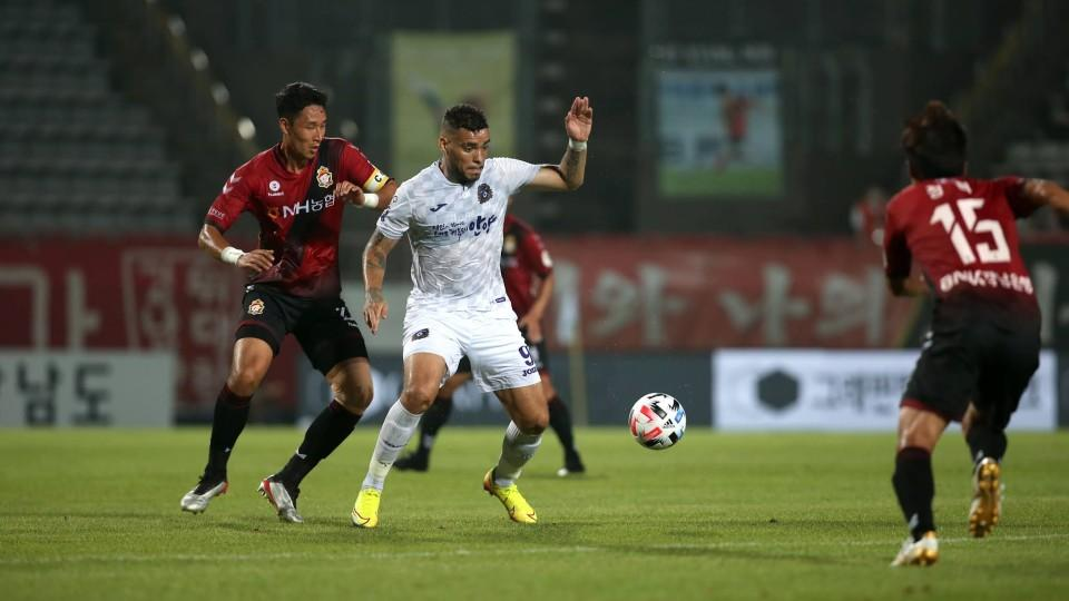 Κυνήγι για την πρώτη θέση στην K-League 2