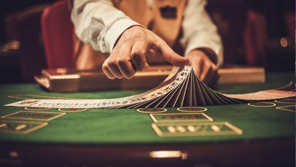 Νόμιμες στοιχηματικές και πάροχοι Live Καζίνο